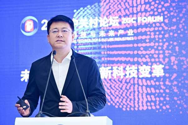 騰訊集團副總裁發表演講.jpg