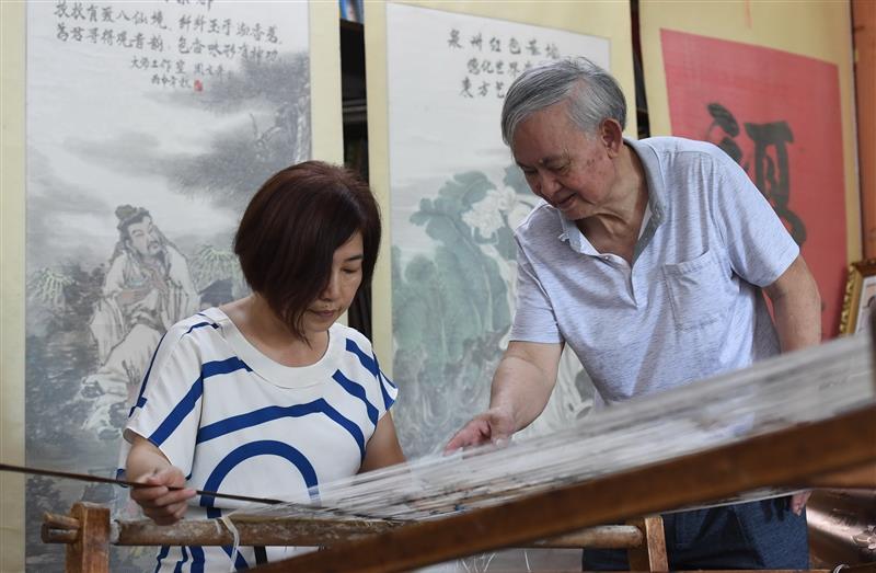 福建永春:千年纸织画的传承
