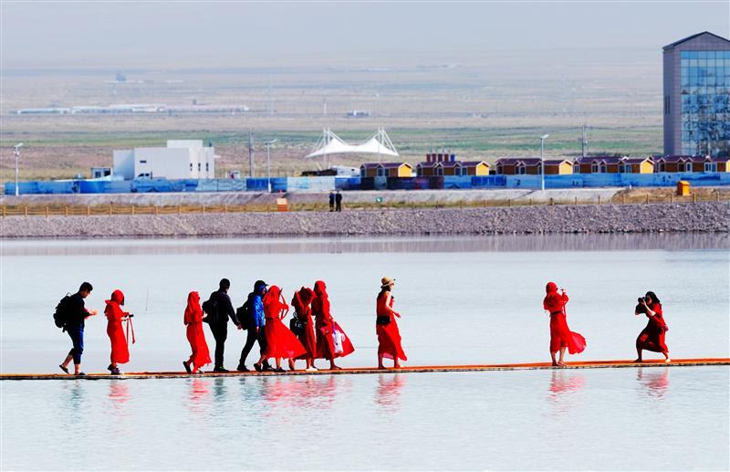 抗疫工作者免费游览茶卡盐湖