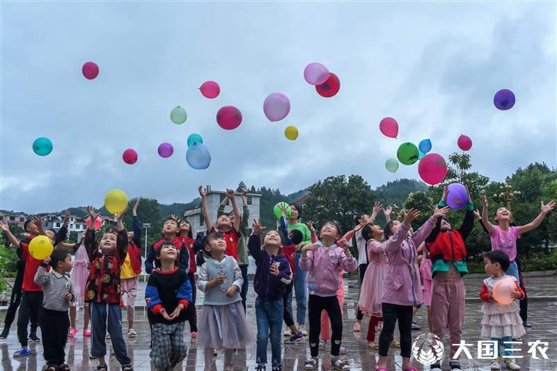江西遂川:童伴之家欢乐迎六一