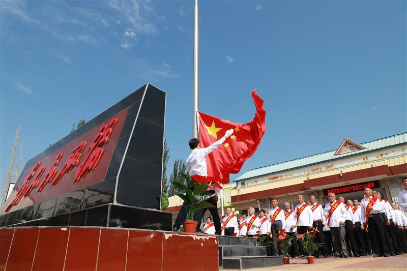河北省陽原縣西城鎮東關村組織全體黨員重溫入黨誓詞