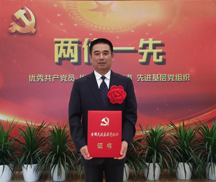 """飛鶴乳業集團獲""""全國先進基層黨組織""""稱號"""