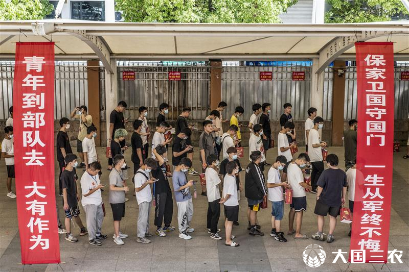 浙江仙居:适龄青年踊跃参加征兵体检