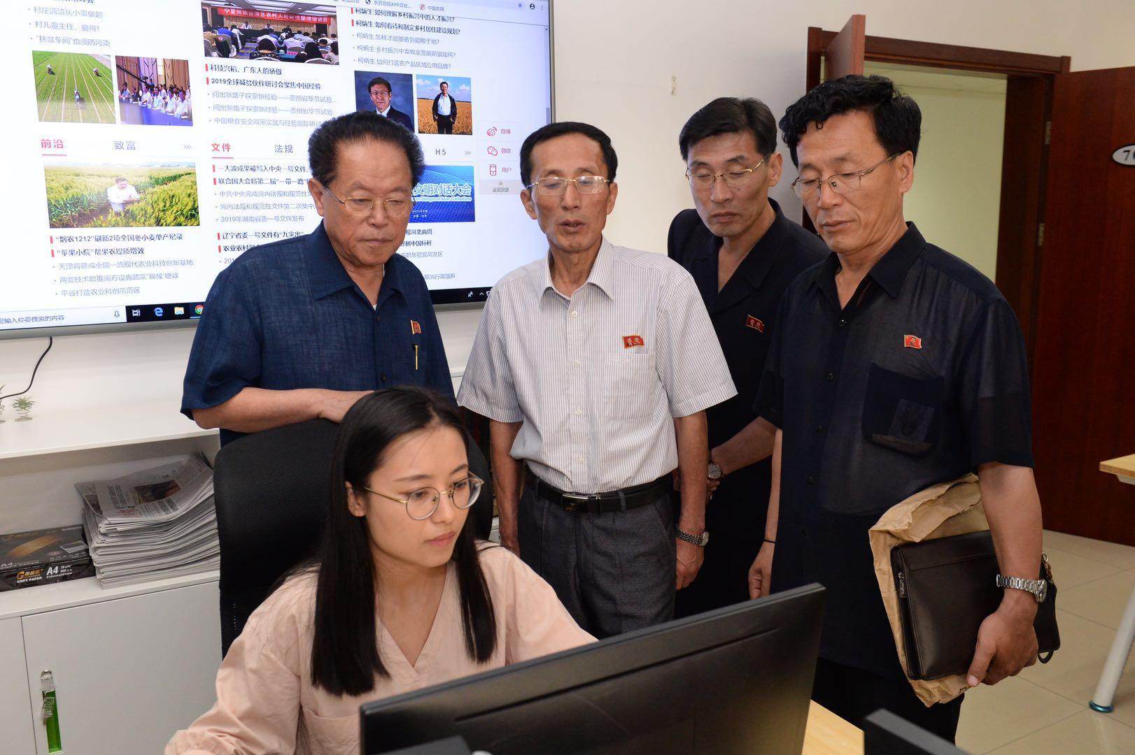 朝鮮新聞代表團訪問農民日報社