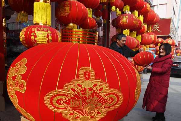山東臨沂:節慶用品迎來銷售旺季