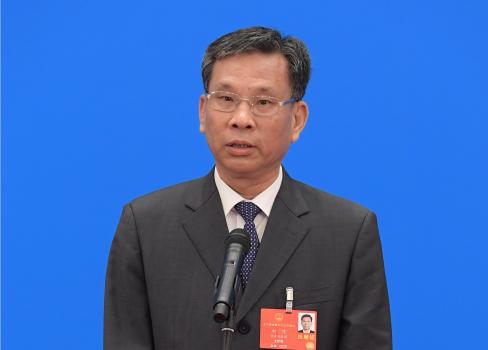 财政部部长刘昆通过网络视频方式接受采访