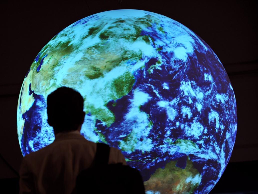 共建地球生命共同体 守护我们的蓝色星球