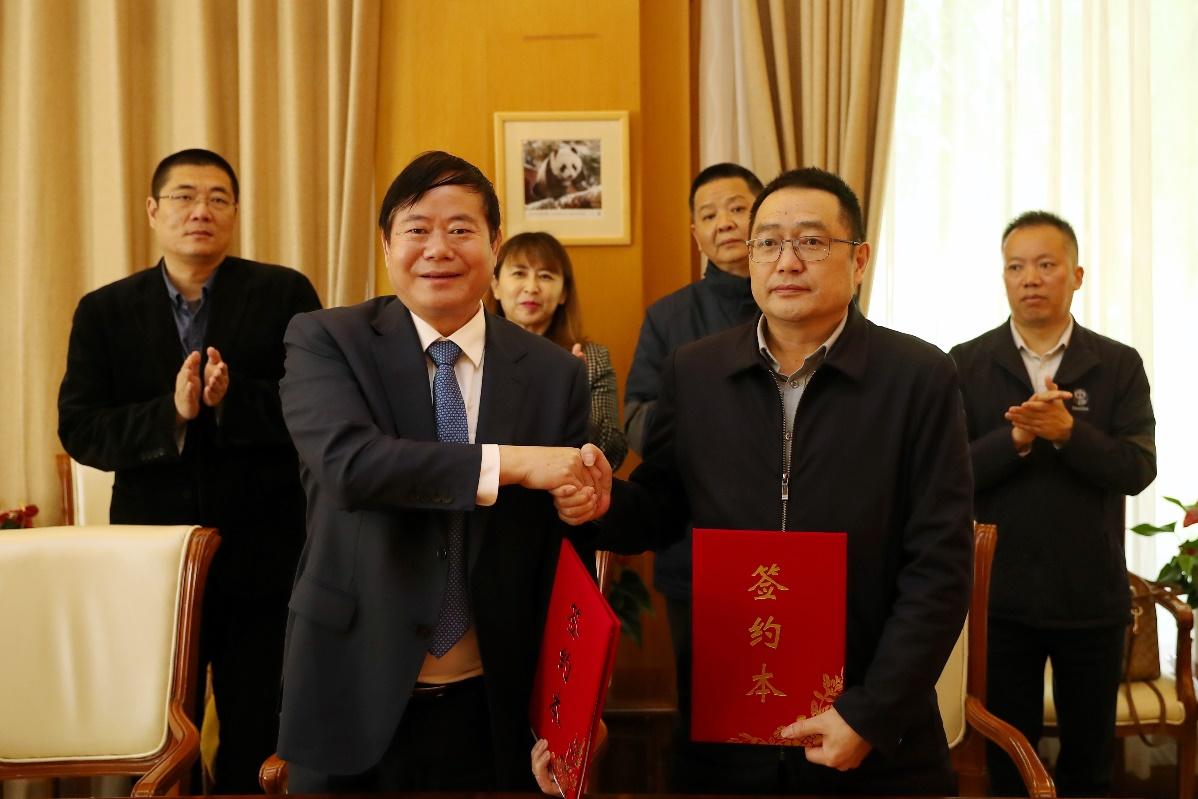 中牧集團與成都大熊貓繁育研究基地簽訂戰略合作協議