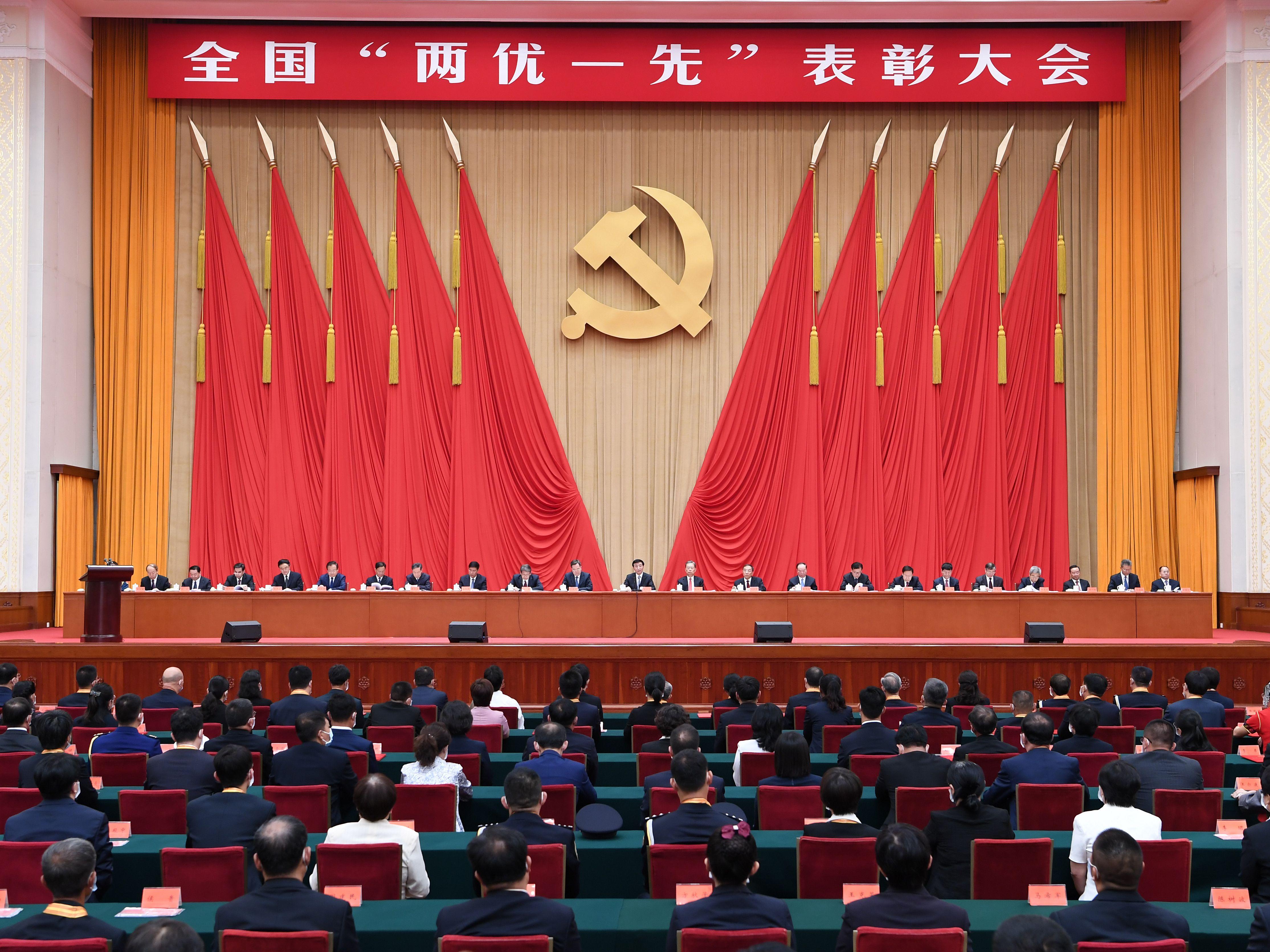 """全國""""兩優一先""""表彰大會在京舉行"""