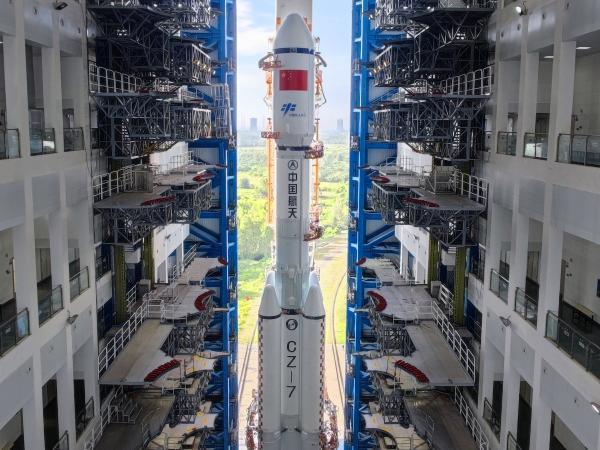 天舟三號貨運飛船近日擇機發射船箭組合體垂直轉運至發射區
